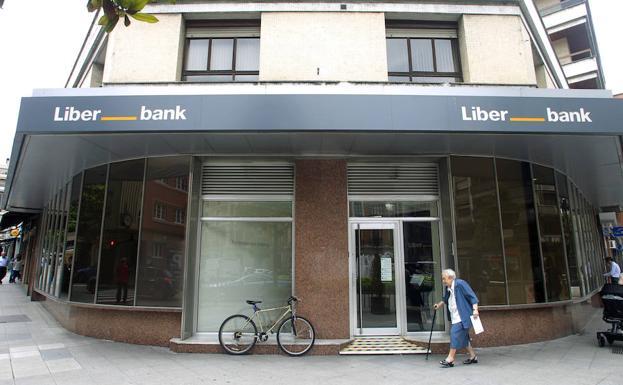 Liberbank remonta hasta rozar el euro por acci n con la for Oficinas liberbank oviedo