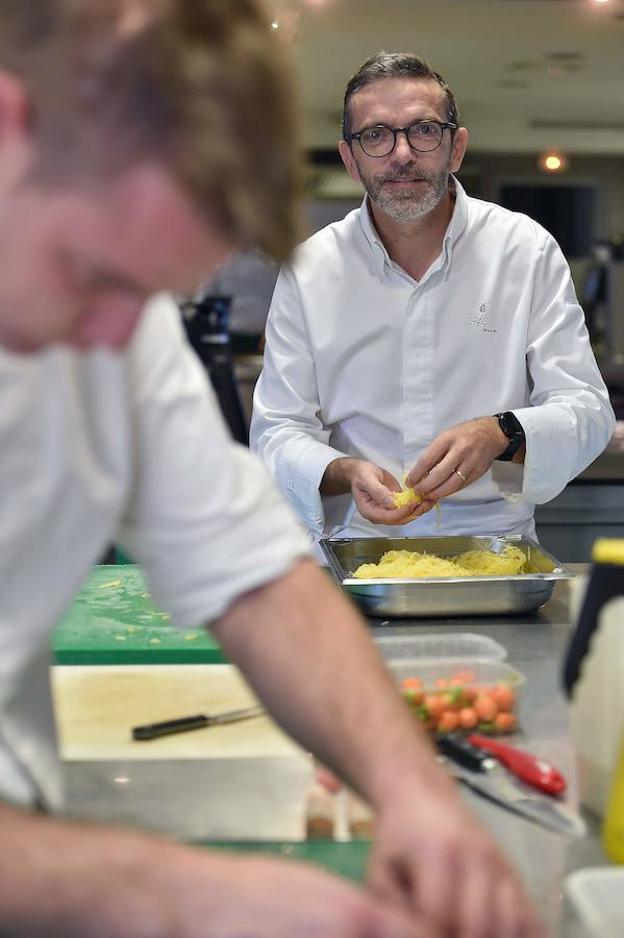 Tres estrellas demasiado pesadas el comercio for Cocinero en frances