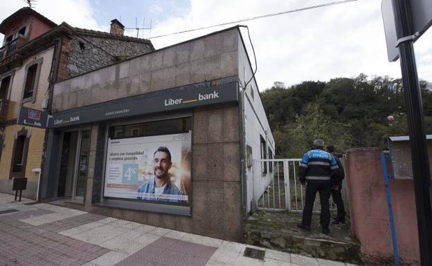 Roban una importante cantidad de dinero en la oficina de for Oficinas liberbank oviedo