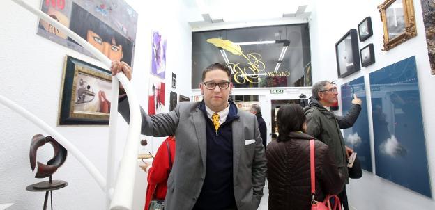 Joaquín Bango durante la inauguración de la sala. / ALEX PIÑA