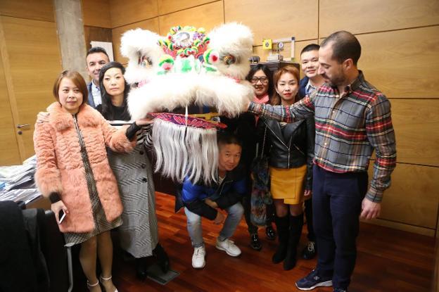 La presentación de la fiesta china del domingo en Lugones. :: P. NOSTI/