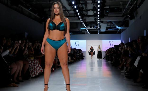 Ashley Graham La Modelo De Tallas Grandes Que Triunfa En La Pasarela De Nueva York El Comercio