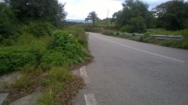Carretera que une las localidades de Serantes y Villamil. / D. S. F.