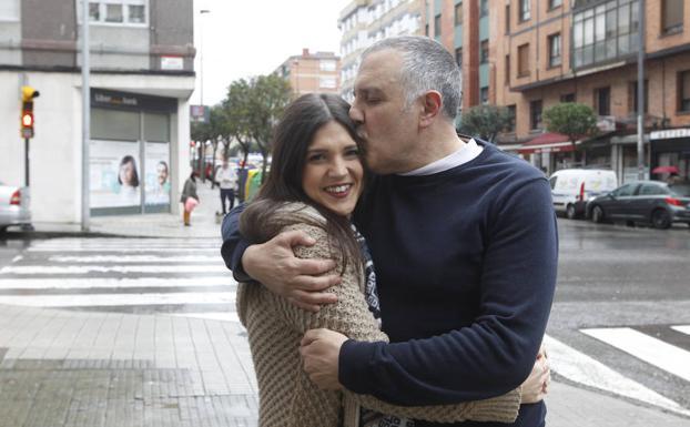 Cynthia y su padre, Serafín (Enfermedad de Crohn): «Llegué a tomar hasta cuatro calmantes al día por el dolor y perdí más de diez kilos»