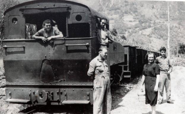 Foto de la primera locomotora que hizo el recorrido./