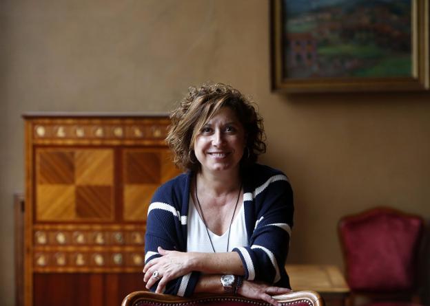 La diputada socialista Carmen Eva Pérez, en la Junta General del Principado de Asturias. / PABLO LORENZANA