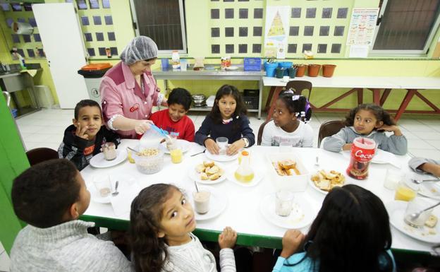 Los comedores escolares de Oviedo tendrán más cuidadores y enseñarán ...