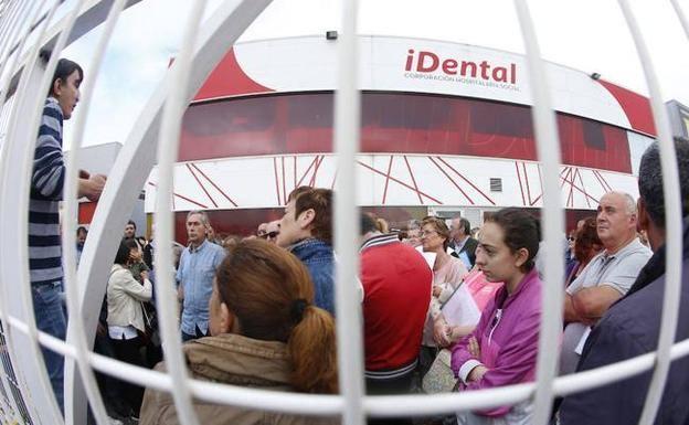 La clínica iDental de Gijón, condenada a pagar más de 26.000 euros a una paciente por un mal...