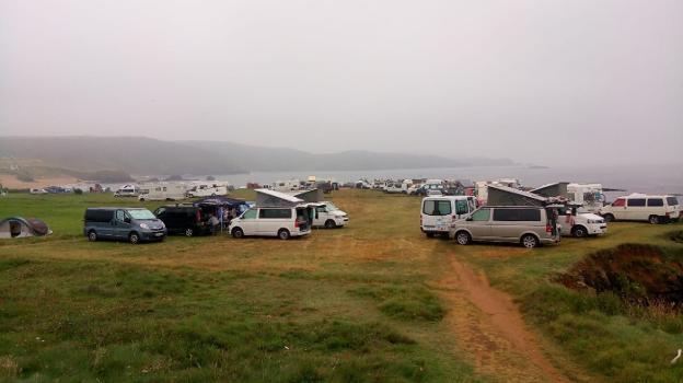 Las acampadas libres de caravanas en la zona de Verdicio se volvieron a repetir este verano. / P. G.-P.