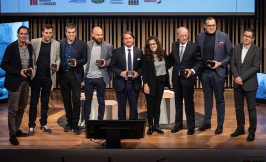 Fotografía de familia con los premiados./Bernat Alberdi