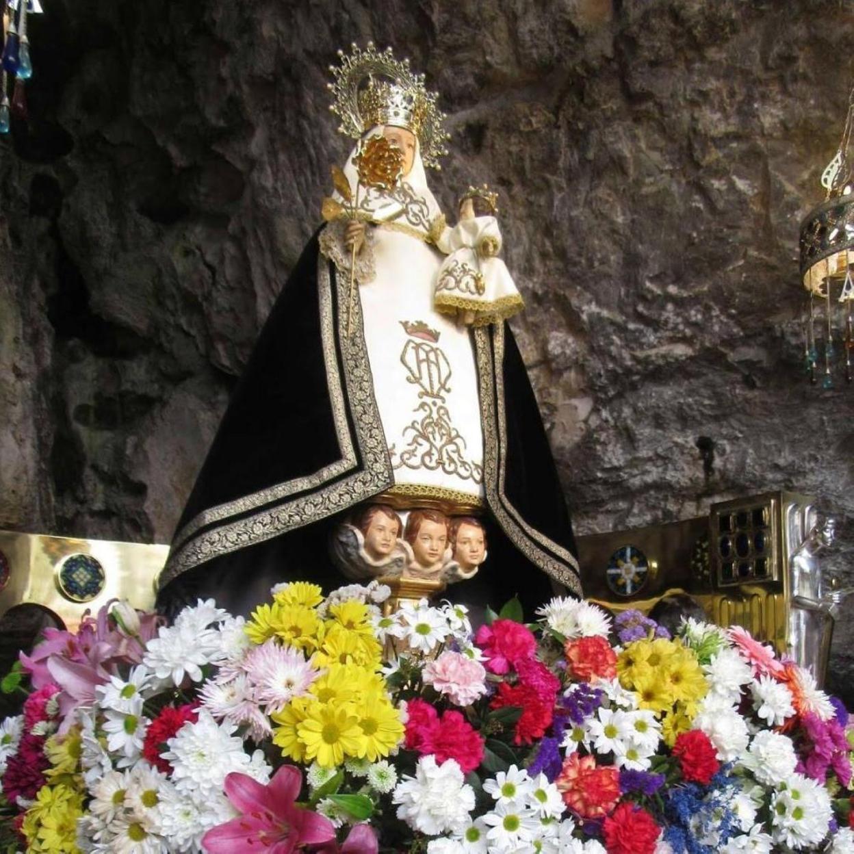 La Virgen De Covadonga No Luce Un Manto Negro El Comercio