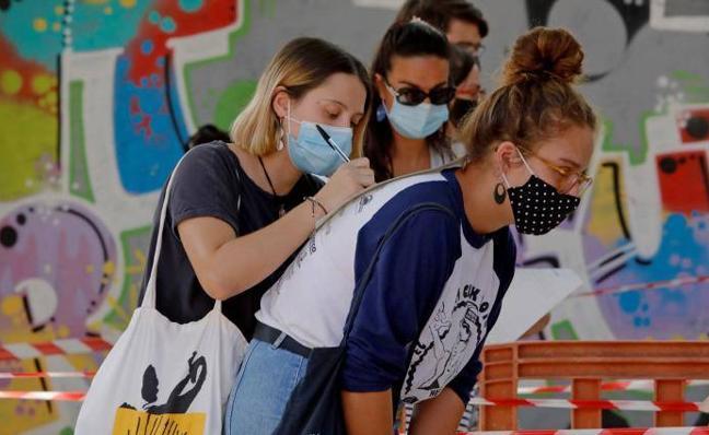 11 de agosto. Un informe europeo sugiere que España debería reconsiderar medidas más estrictas contra el virus