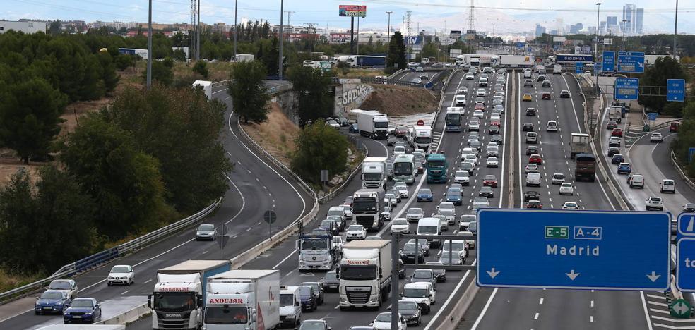Miles de madrileños huyen antes del confinamiento | El Comercio