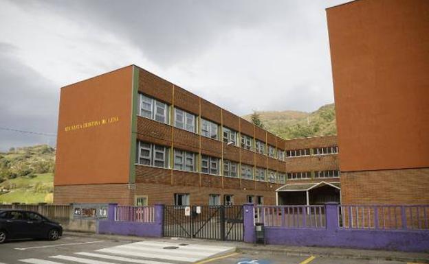 Coronavirus en Asturias | El IES Santa Cristina de Lena recupera mañana las clases presenciales