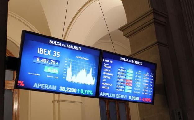 Pantallas con las cotizaciones en la Bolsa de Madrid