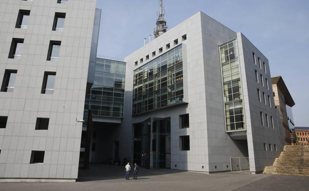 Un año de prisión para el profesor que acosó a dos alumnas en un instituto del centro de Asturias